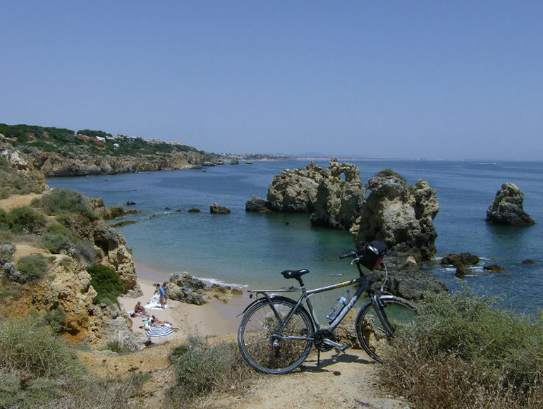 Bike tour, sight of Albufeira: discover the best beaches of Algarve | MegaSport Travel