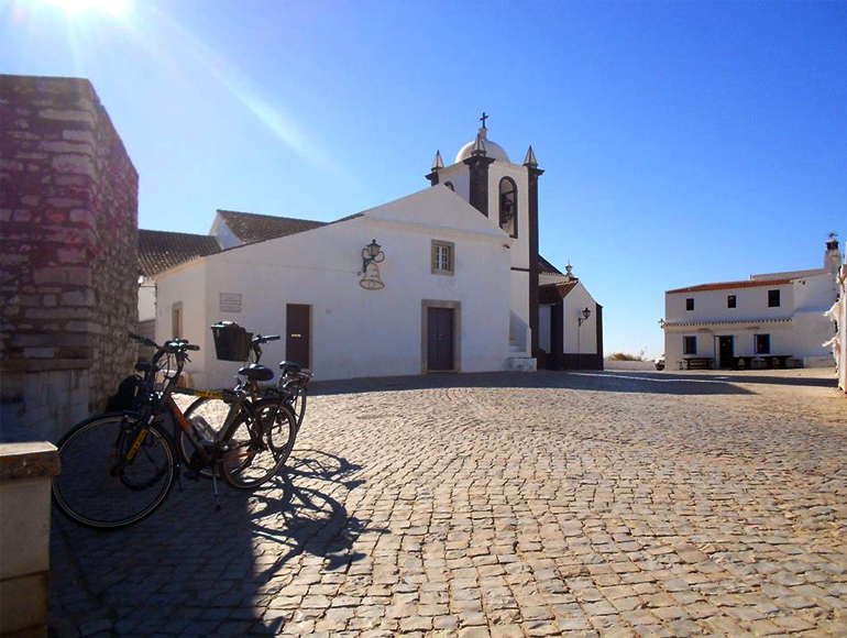 Church sight in town - Holidays in Portugal Algarve | MegaSport Travel