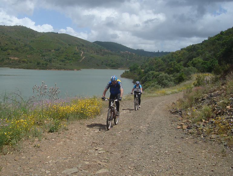 Near the river sights by bike: do MTB in Algarve | MegaSport Travel
