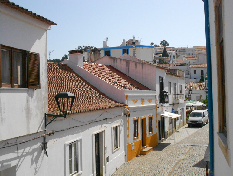 Village with traditional houses Portugal, try montain biking in Algarve | MegaSport Travel